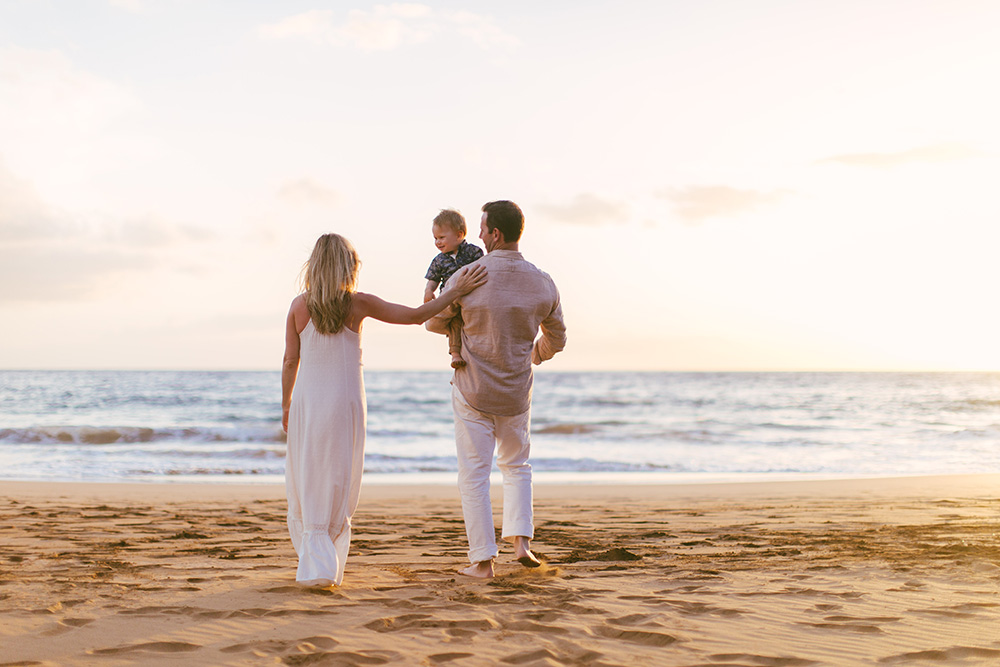 cadence is a maui photographer who specializes in family photography.