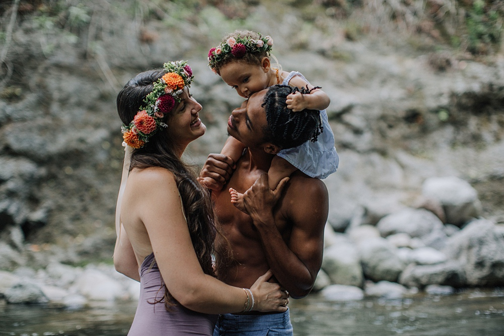 maui family photographer goes to iao valley for hawaii family photos.