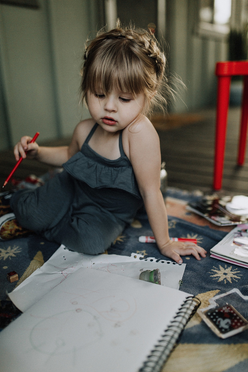 child doing art during LA family photography session