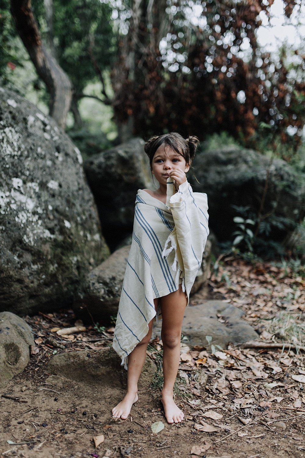 maui photographer visits iao valley in maui, hawaii for family photography.