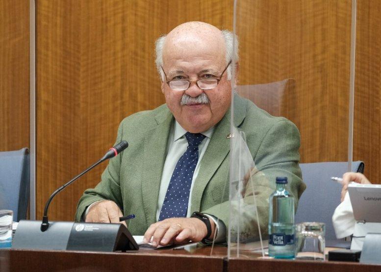 Jesús Aguirre, consejero de Salud y Familias al inicio de su comparecencia en la Comisión parlamentaria
