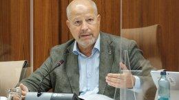 El consejero de Educación y Deporte, Javier Imbroda, comparece en comisión