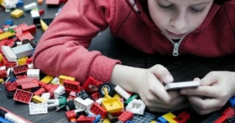 Minimalismul în educația copiilor: cum să-ți crești copiii într-o societate a exceselor
