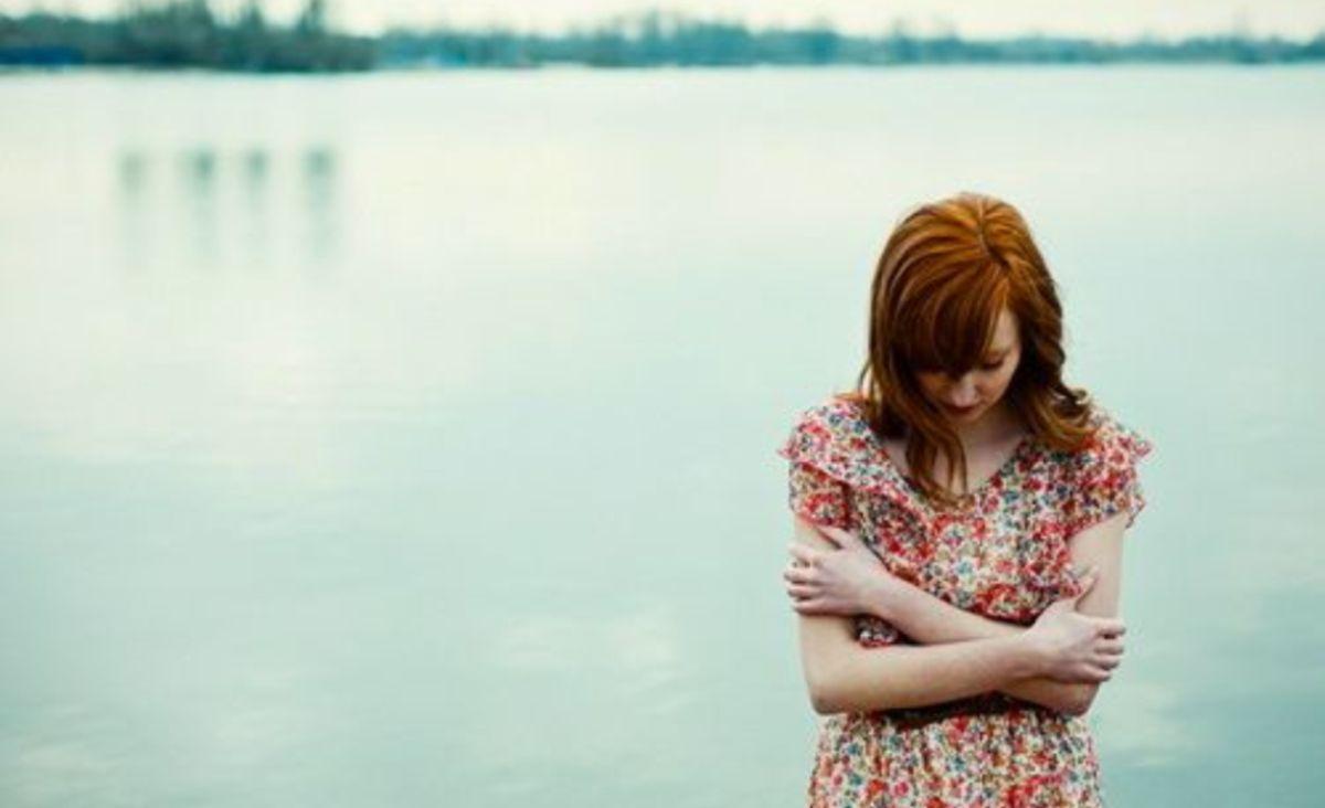 Paradoxala frică de intimitate: de unde vine și cum ne afectează relațiile interpersonale?