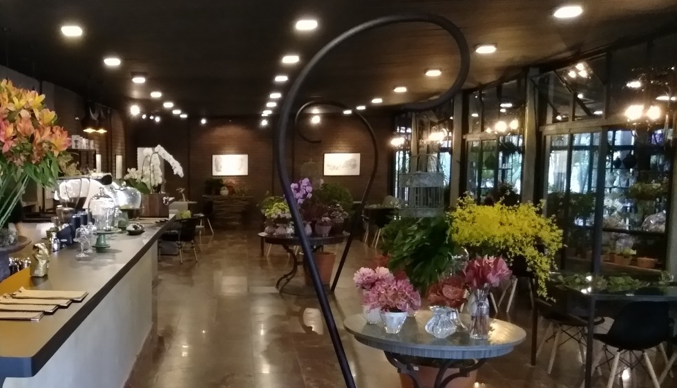 Café Com Flores No Alto Da Lapa