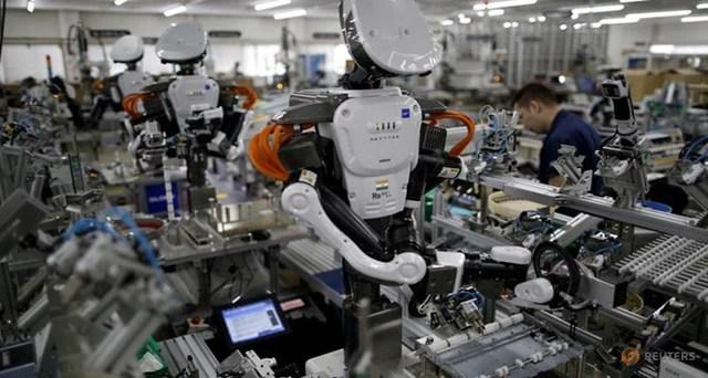 Cách mạng 4.0 đến, một doanh nghiệp lớn ở Hà Nội đã sa thải 80% công nhân vì robot: Chúng tôi cũng đau xót lắm! - Ảnh 2.