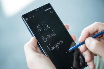 Para agilizar o uso, é possível escrever na tela de bloqueio.