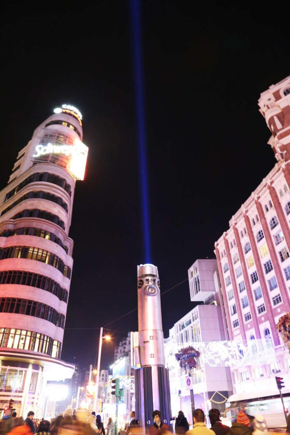 CALLAO - Las espadas láser de Star Wars iluminan Madrid