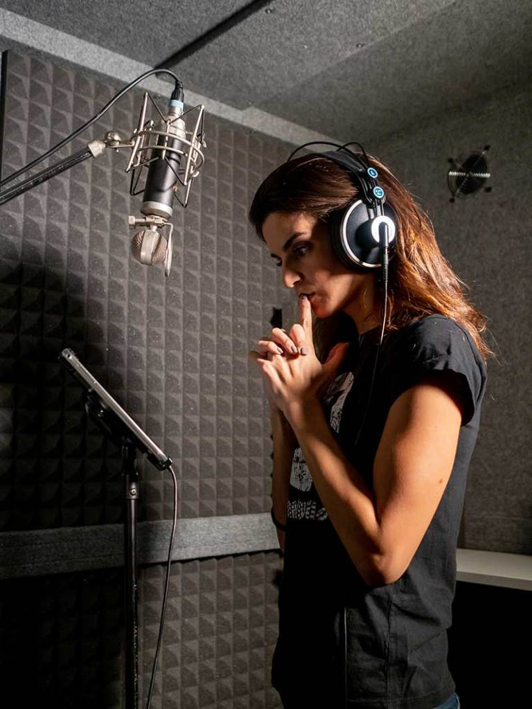 Clara Lago 2 768x1024 - Clara Lago presenta su primera serie en formato podcast, Silencio en Bhopal