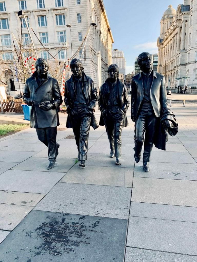 Estatua de The Beatles en Liverpool 768x1024 - Hoy es el día Mundial de The Beatles, y los cuatro de Liverpool viajan hacia la Estrella Polar desde Robledo de Chavela