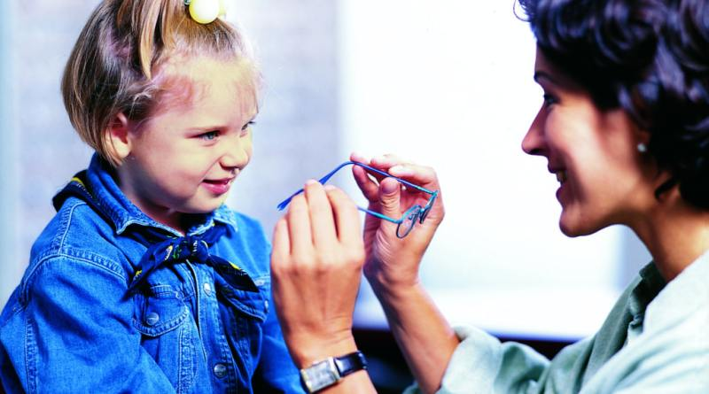 Día Universal del Niño: las gafas graduadas para niños no son adecuadas