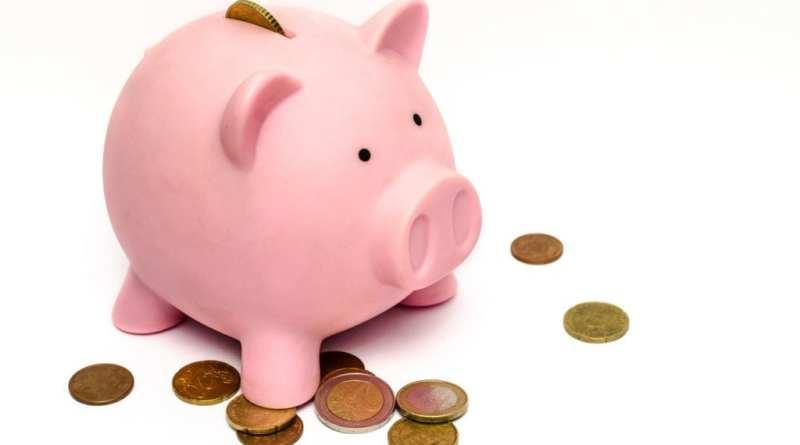 business money pink coins - Tres de cada cuatro españoles reconoce haber tenido problemas para recuperar el dinero adelantado al hacer un bote común