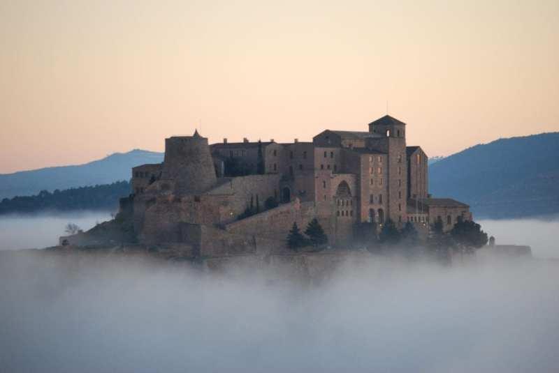 parador de cardona 11107750270505905908. - Siete castillos espectaculares en los que puedes alojarte y sentirte como un rey