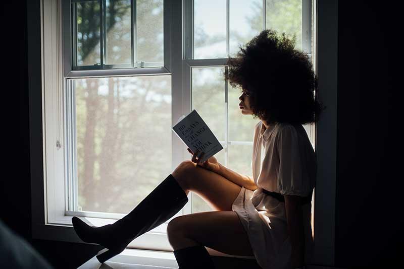pexels thought catalog 2228561 - Día del libro: ¿Tú qué prefieres, Papel o Ebook?
