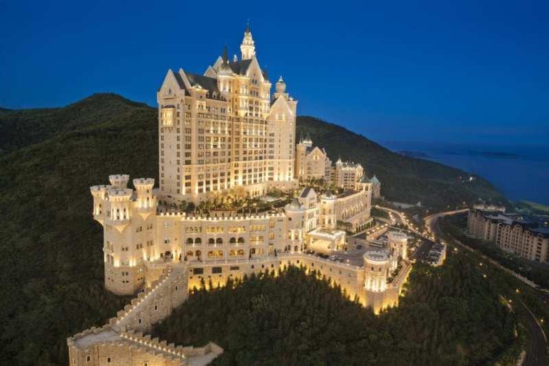 the castle hotel2c a luxury collection hotel2c dalian 14355535929245187830. - Siete castillos espectaculares en los que puedes alojarte y sentirte como un rey