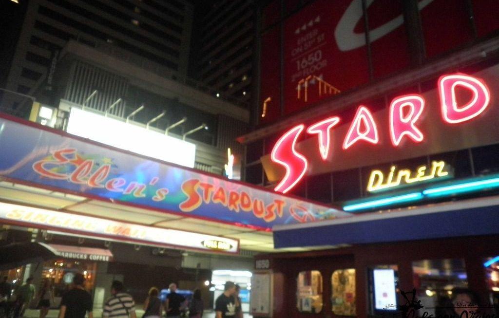 A cenar a Ellen's Stardust Diner en pleno Broadway de Nueva York
