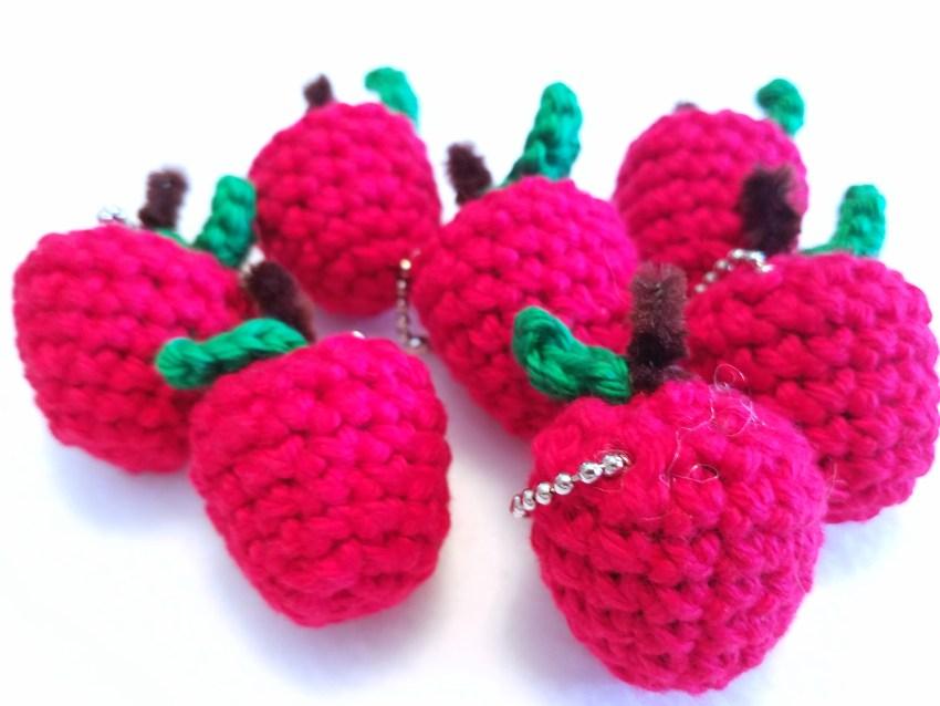 crochet strawberry Tutorial/ amigurumi strawberry keychain ... | 638x850