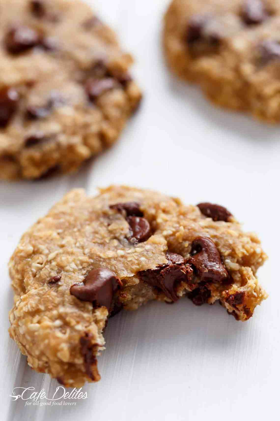 2-Ingredient Healthy Breakfast Cookies are Weight Watchers (or low fat and diet friendly) | https://cafedelites.com
