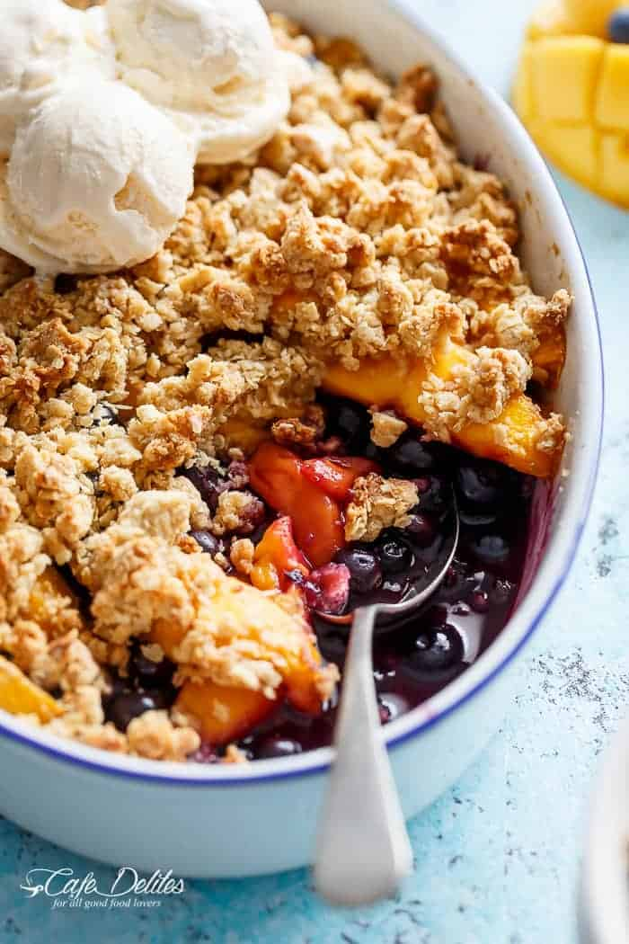 Easy Mango Blueberry Crumble | http://cafedelites.com