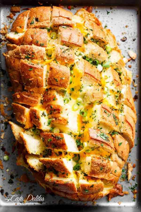 Bloomin' Onion Garlic Bread (Pull Apart Bread) | cafedelites.com