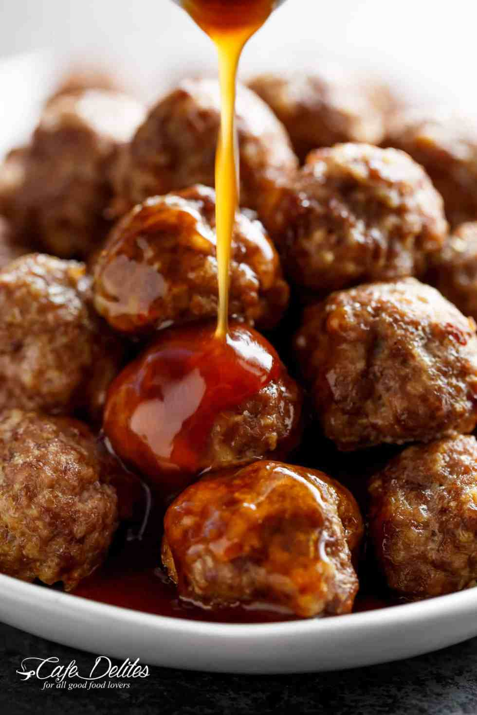 Teriyaki Beef Meatballs are so versatile, these Teriyaki Beef Meatballs can be served as a main meal with steamed rice and veggies OR as an appetizer! | cafedelites.com
