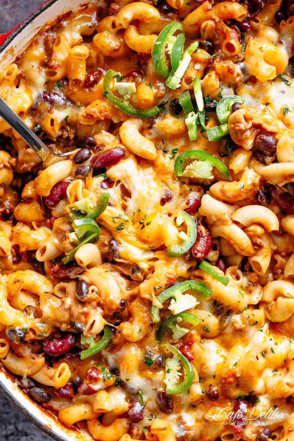 Cheesy Chili Mac and Cheese | cafedelites.com