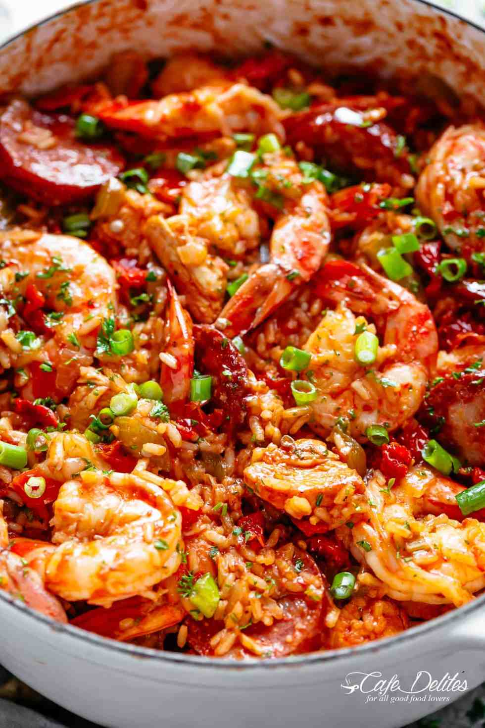 Jambalaya recipe with chicken, shrimp, andouille sausage, rice, seasonings, spices and incredible flavours! | cafedelites.com