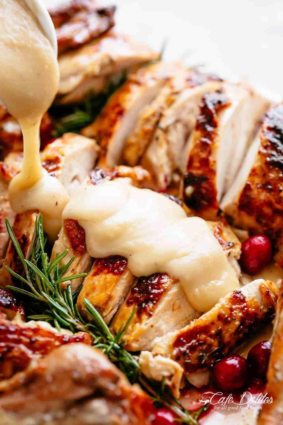 Thanksgiving Roast Turkey with gravy! | cafedelites.com