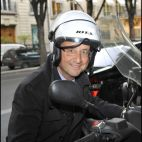 FRANCOIS HOLLANDE SUR SON SCOOTER