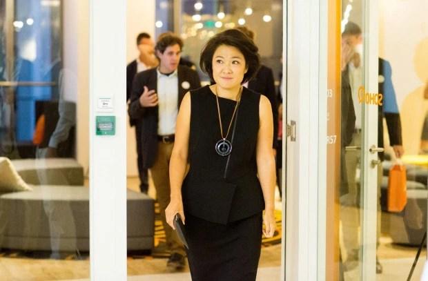 Quyết định liều lĩnh ở tuổi 22 đã giúp bà Zhou Qunfei trở thành nữ tỷ phú tự thân trẻ và giàu có nhất thế giới như ngày hôm nay.