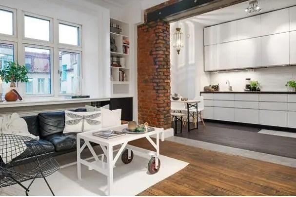Khu vực bếp ăn được bố trí đơn giản, gọn gàng với hệ thống tủ kệ khép kín. Màu trắng được lựa chọn làm tông màu chủ đạo khiến không gian bếp càng trở nên sạch bóng và sáng.