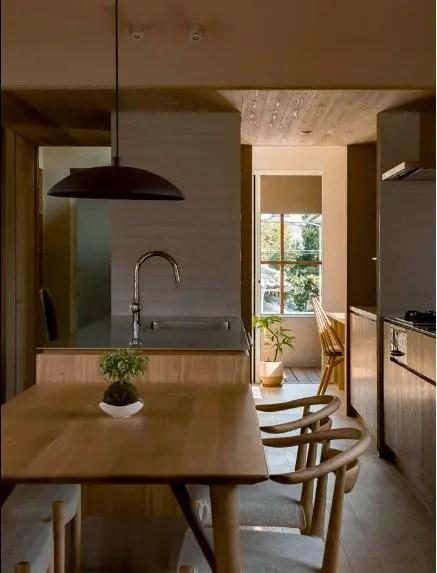 Góc bếp ăn được thiết kệ nhẹ nhàng, đơn giản nhưng vô cùng sạch sẽ.