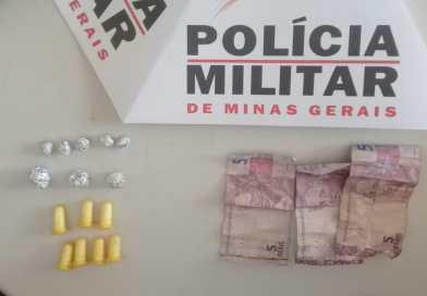 APÓS DENÚNCIA ANÔNIMA, SUSPEITO DE TRÁFICO DE DROGAS É PRESO E DROGA É APREENDIDA PELA POLÍCIA MILITAR