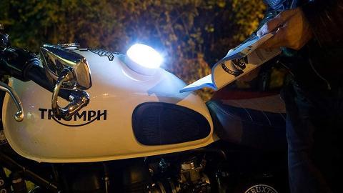 Luces de emergencia V16 para motos. Una buena idea llevarla.