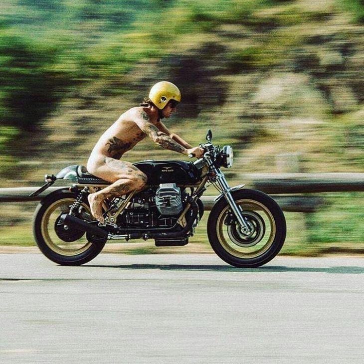 By @thegoodthebadthemotorcycle -  Scatto meraviglioso di @dariolaroid su @vannioddera dei @daboot_official su #caferacer by @moto_guzzi_official . #caferacer #caferacers #caferacersofinstagram #caferacersculture #caferacerbuilds #vintage #vintagestyle #vintagefashion #motocycle #moto #motos #motorcycles #oldstyle #oldschool #bratstyle #motorbike #motor #helmet #Guzzi