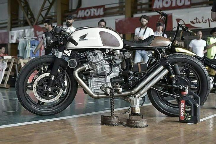 By @histoshaper . #caferacer #caferacers #caferacersofinstagram #caferacersculture #caferacerbuilds #vintage #vintagestyle #vintagefashion #motocycle #moto #motos #motorcycles #oldstyle #oldschool #bratstyle #motorbike #motor #helmet