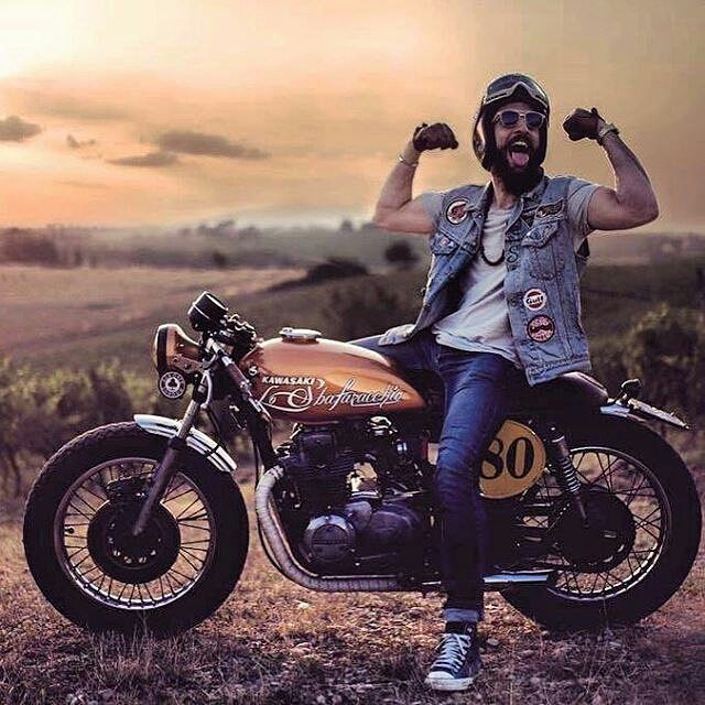 📷 by @de_ranieri_simone . #caferacer #caferacers #caferacersofinstagram #caferacersculture #caferacerbuilds #vintage #vintagestyle #vintagefashion #motocycle #moto #motos #motorcycles #oldstyle #oldschool #bratstyle #motorbike #motor #helmet