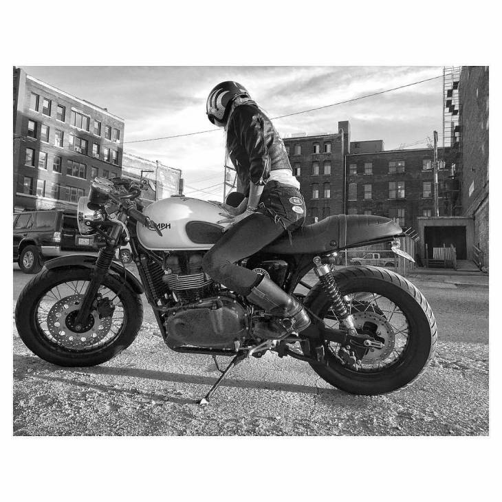 Let's ride.....📷: @evilkennevil . #caferacer #caferacers #caferacerstyle #caferacersculture #caferacerbuilds #vintage #vintagestyle #vintagefashion #motocycle #moto #motos #motorcycles #oldstyle #oldschool #bratstyle #motorbike #motor #helmet