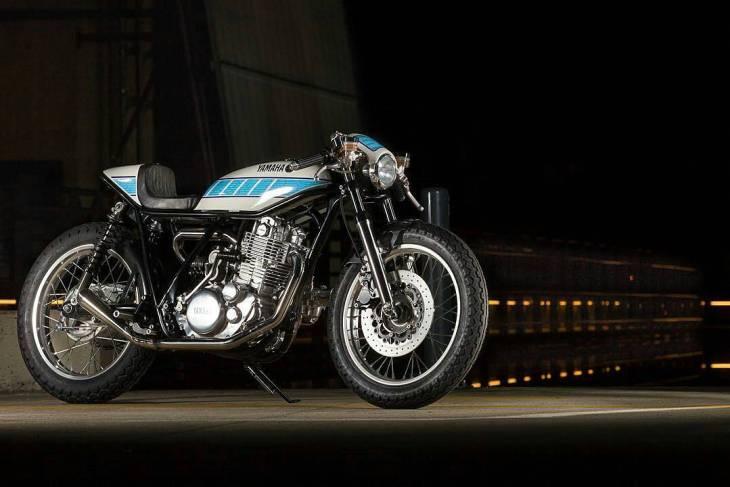 By @cafe_911 - Fred 'Krugger' Bertrand's supercharged 🚀yard-built Yamaha SR400 🏍 👊🏼✊🏼 --- #Yamaha #SR400 #caferacer #caferacers #caferacerstyle #caferacersculture #caferacerbuilds #vintage #vintagestyle #vintagefashion #motocycle #moto #motos #motorcycles #oldstyle #oldschool #bratstyle #motorbike #motor #helmet