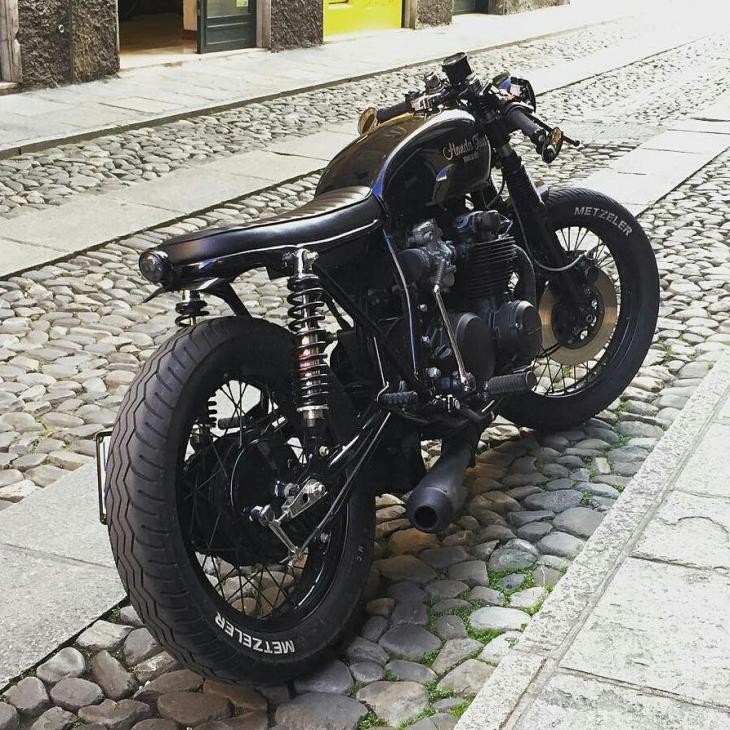 📷 @giannimatacena - ❤️🏍❤️ 🔧🔩by @agmotociclette . #caferacer #caferacers #caferacerstyle #caferacersculture #caferacerbuilds #vintage #vintagestyle #vintagefashion #motocycle #moto #motos #motorcycles #oldstyle #oldschool #bratstyle #motorbike #motor #helmet