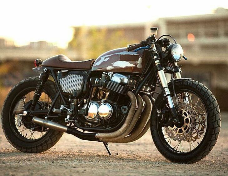 The 750 by @strappedmfg . ️ #hondacb #cb750 #caferacer #caferacers #caferacerstyle #caferacersculture #caferacerbuilds #vintage #vintagestyle #vintagefashion #motocycle #moto #motos #motorcycles #oldstyle #oldschool #bratstyle #motorbike #motor #helmet