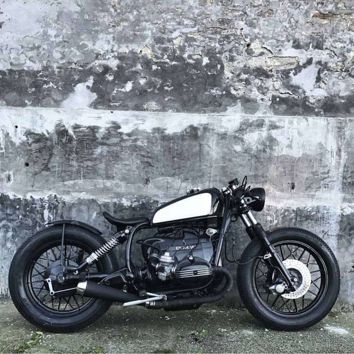 Photo and bike by @relicmotorcycles :: #BMW #R100  #caferacer #caferacers #caferacerstyle #caferacersculture #caferacerbuilds #vintage #vintagestyle #vintagefashion #motocycle #moto #motos #motorcycles #oldstyle #oldschool #bratstyle #motorbike #motor #helmet