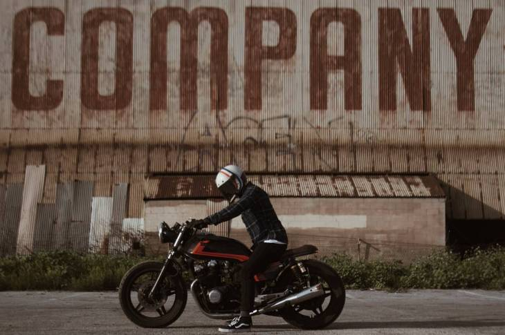 CB900f 1982 by @crudeandcompany . #honda #cb900 #caferacer #caferacers #caferacerstyle #caferacersculture #caferacerbuilds #vintage #vintagestyle #vintagefashion #motocycle #moto #motos #motorcycles #oldstyle #oldschool #bratstyle #motorbike #motor #helmet