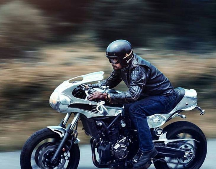 #ShinyaKimura @menacing_ayu riding his Yamaha MT-07 build. . Photo by @_anapina_. . #caferacer #caferacers #caferacerstyle #caferacersculture #caferacerbuilds #vintage #vintagestyle #vintagefashion #motocycle #moto #motos #motorcycles #oldstyle #oldschool #bratstyle #motorbike #motor #helmet