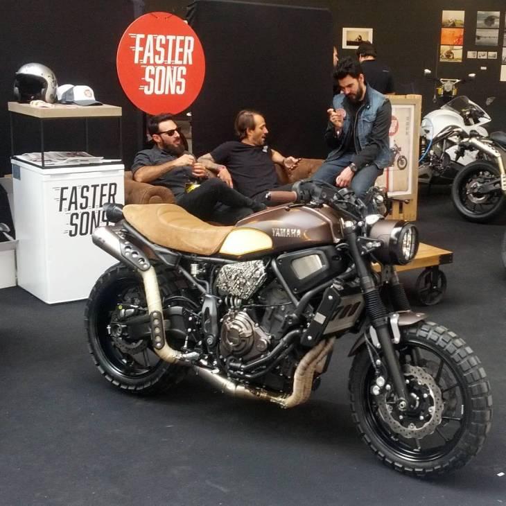 Photo @danisotus #fastersons by #Yamaha . #caferacer #caferacers #caferacerstyle #caferacersculture #caferacerbuilds #vintage #vintagestyle #vintagefashion #motocycle #moto #motos #motorcycles #oldstyle #oldschool #bratstyle #motorbike #motor #helmet