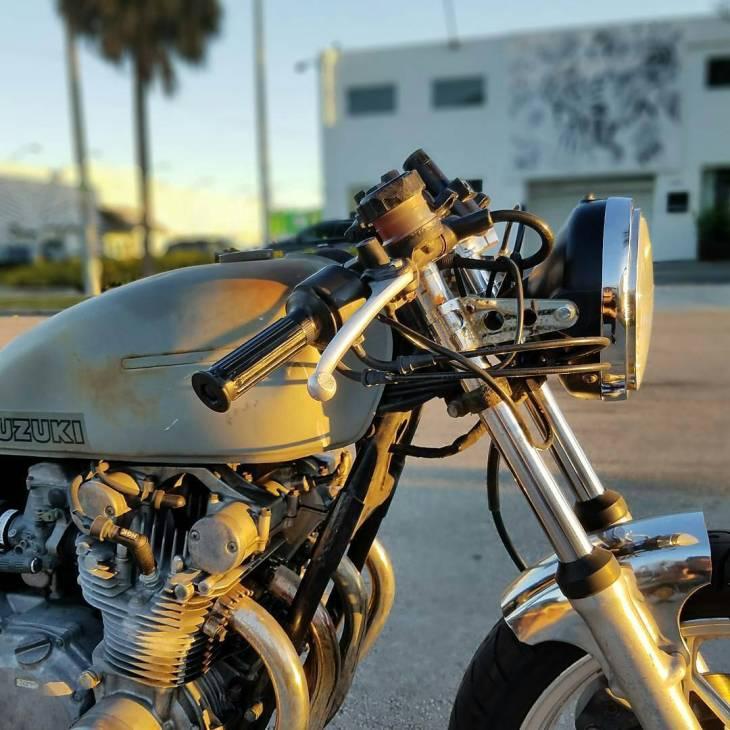 By @herbertchase -  #Sunset . #honda #caferacer #caferacers #caferacerstyle #caferacersculture #caferacerbuilds #vintage #vintagestyle #vintagefashion #motocycle #moto #motos #motorcycles #oldstyle #oldschool #bratstyle #motorbike #motor #helmet