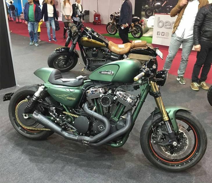 By @dnracing -  Sportster cafe racer style .  #caferacer #caferacers #caferacerstyle #caferacersculture #caferacerbuilds #vintage #vintagestyle #vintagefashion #motocycle #moto #motos #motorcycles #oldstyle #oldschool #bratstyle #motorbike #motor #helmet