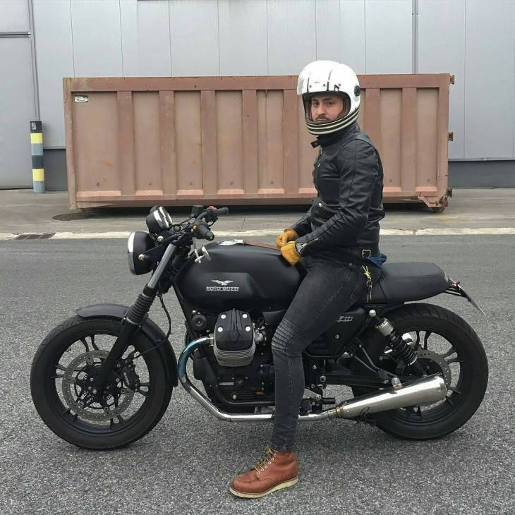 @guille_v7 - ... V7 II . #caferacer #caferacers #caferacerstyle #caferacersculture #caferacerbuilds #vintage #vintagestyle #vintagefashion #motocycle #moto #motos #motorcycles #oldstyle #oldschool #bratstyle #motorbike #motor #helmet