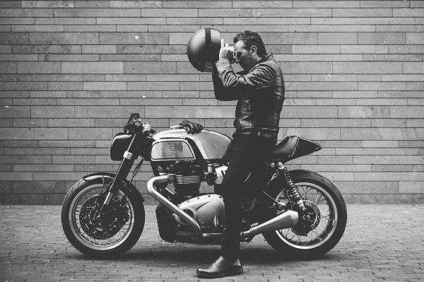 By @sebnunes / @sachalakic on his @blacktracklife Thruxman based on a @officialtriumph Thruxton 1200 @ateliersruby