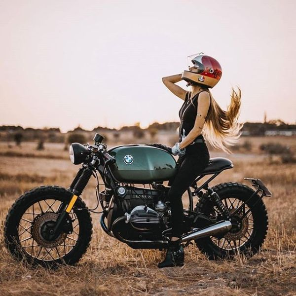 @eguiraun on her new R100RS from 1983 made by @72_cycles_performance and @alvaro.diez. Photographer: @alangoesnuts